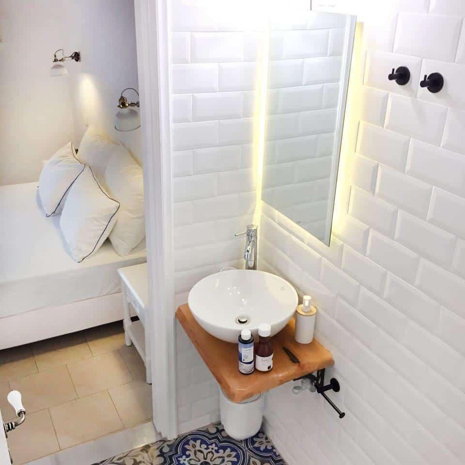 Loukia's Mediterranean Suite Bathroom